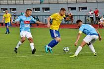 Fotbalisté Šumperku (ve žlutém) podlehli v divizním utkání Hranicím 0:3.
