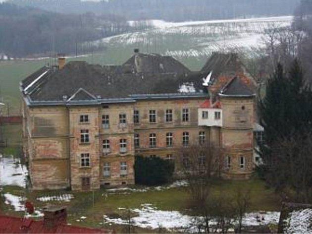 Budova bývalého kněžského semináře ve Vidnavě.