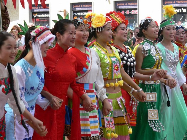 Sobotní odpoledne patřilo na festivalu čínskému souboru.