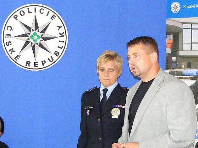 Kriminalista Libor Šamšula na tiskové konfereci k dopadení pachatelů vraždy