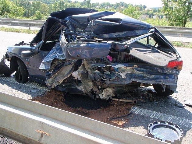 Snímky z místa smrtelné nehody na R35.