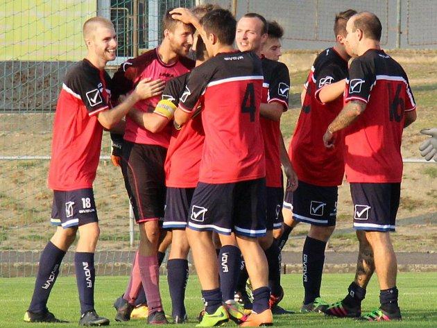 Fotbalisté Zábřehu (v červeném). Ilustrační foto