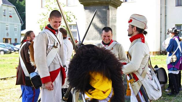 Javornická garda (v hnědých uniformách) se z Javorníku v pátek 26. července vydala spolu se spřátelenými jednotkami na pochod do Nysy.