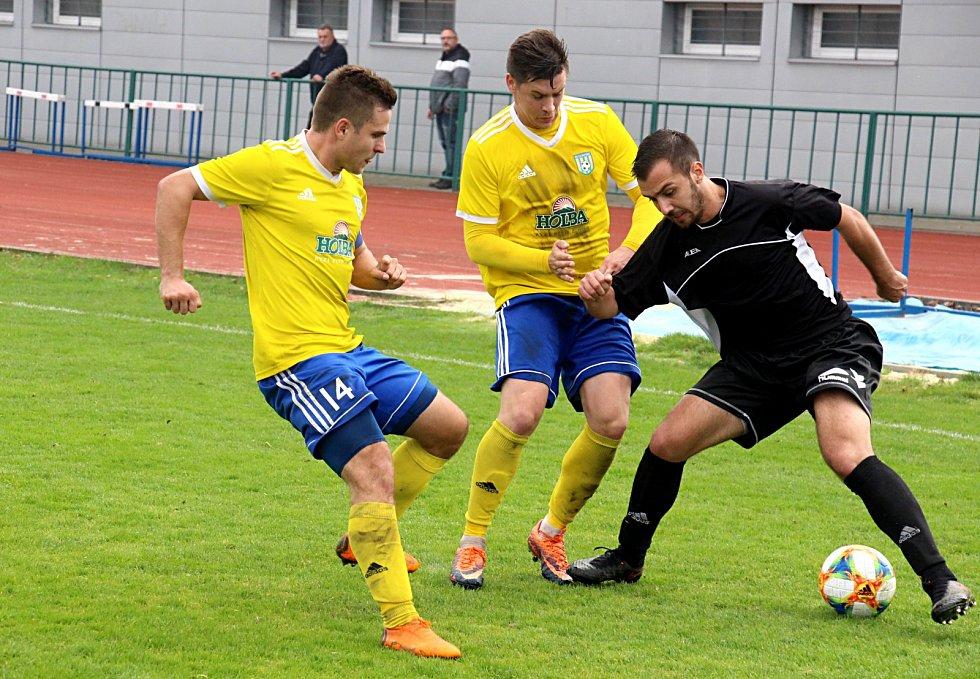 Fotbalisté FK Šumperk (ve žlutém). Ilustrační foto
