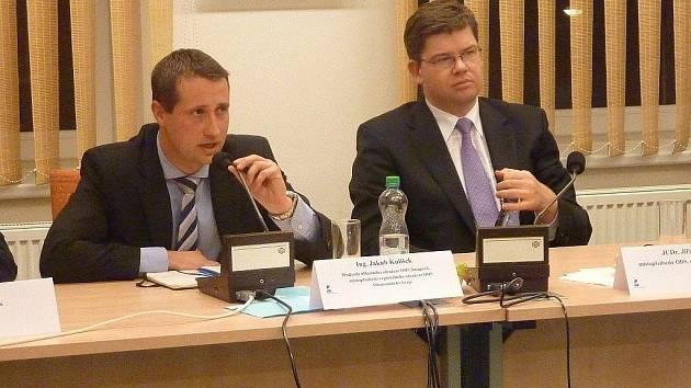 Ministr spravedlnosti Jiří Pospíšil (vpravo)  na setkání s členy ODS v Šumperku 28. listopadu 2011