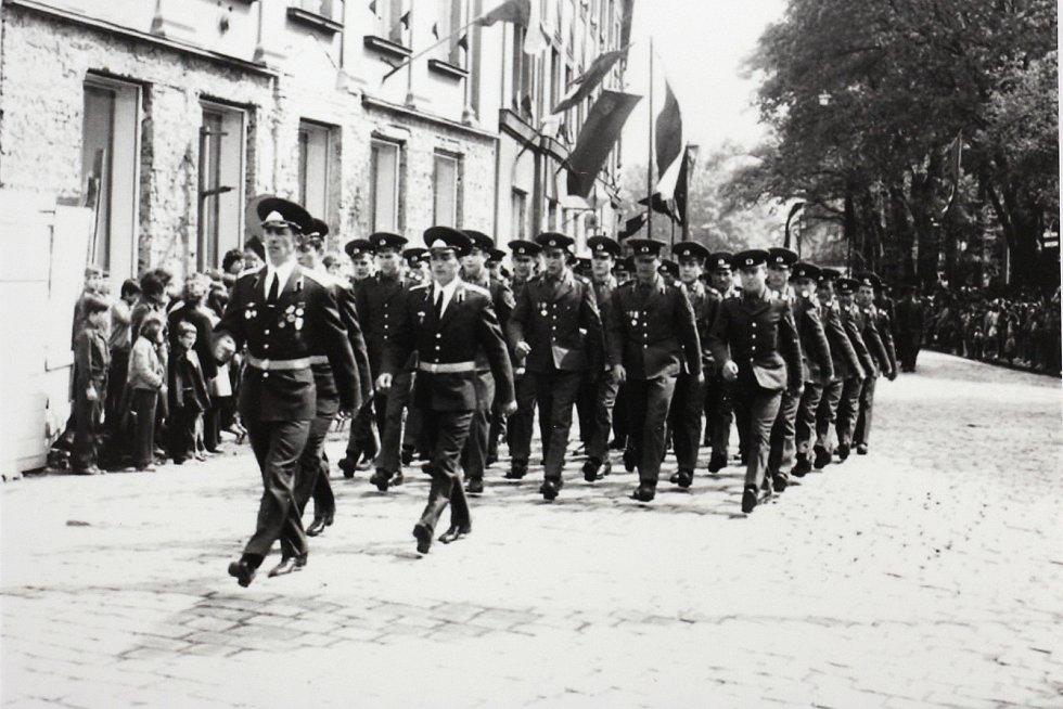 Přehlídka sovětské armády v ulicích Šumperka