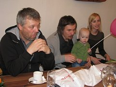 Tomáš Bank, Ondřej Bank, Albert Bank a manželka Ondřeje Banka Tereza (zleva).