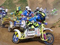 Bratři Rozehnalovi (s číslem 1) ovládli druhý závod mistrovství republiky v Mohelnici.