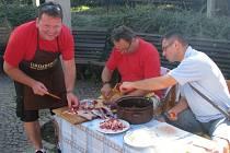 Vůně kotlíkového guláše se ve čtrvtek 15. srpna linula sady 1. máje v Šumperku. Konal se zde první ročník gulášového festivalu nazvaného Roztančené kotlíky.