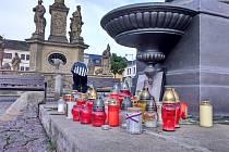 Pietní místo na náměstí Svobody v Mohelnici.