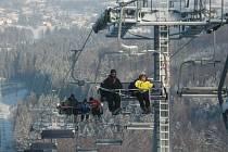 Lyžařský areál Příčná ve Zlatých Horách provozuje v současnosti samo město. Lanovka se zde poprvé rozjela na Silvestra.