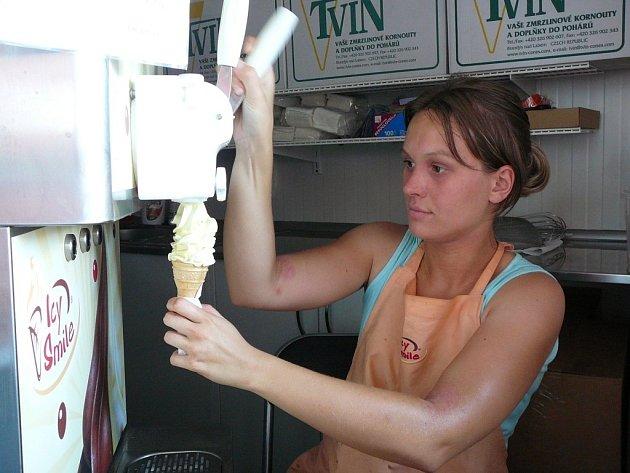 S vedrem se musí vyrovnat i šumperská zmrzlinářka Veronika Jílková.