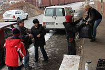 Do tradiční humanitární sbírky mohou lidé přinést oblečení, obuv, lůžkoviny, domácí potřeby i elektrospotřebiče