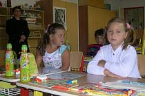 První školní den bývá jen symbolický. Děti si musí na jiný režim zvyknout.