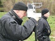 Strážníci měří rychlost na Lidické ulici v Šumperku
