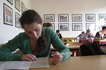 Na šumperském gymnáziu žáci psali přijímací testy.