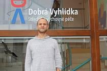 Frontman a zpěvák šumperské skupiny O5&Radeček Tomáš Polák vede Středisko výchovné péče Dobrá vyhlídka, které se věnuje práci s dětmi s problémovým chováním.