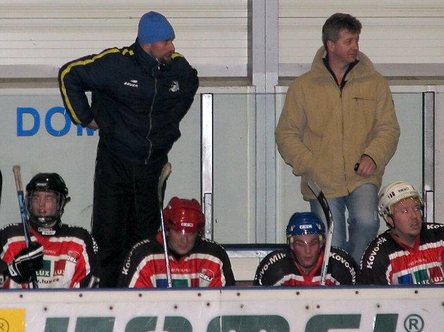 Miroslav Vicenec (vlevo) na lanškrounské střídačce.