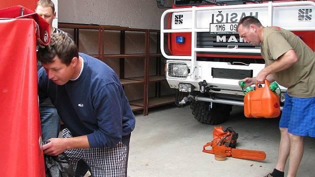 Temeničtí hasiči vyrážejí na pomoc Jesenicku