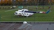Prezidentský vrtulník na fotbalovém hřišti v Jeseníku