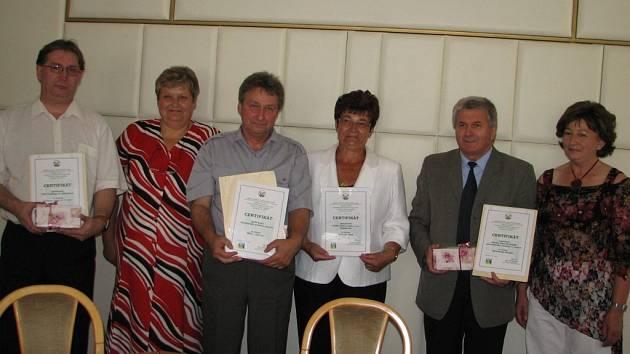 Zástupci oceněných firem z Jesenicka přebírali na jesenické radnici certifikáty Výrobek Olomouckého kraje 2007.
