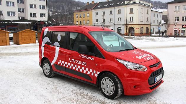 Vůz Seniortaxi Technických služeb Jeseník v době jeho pořízení v únoru 2017.
