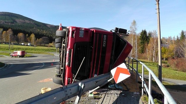 Nehoda kamionu v Bělé pod Pradědem.