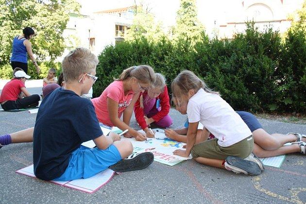 Týden v duchu olympijských her prožívají děti, které se účastní příměstského tábora Vily Doris v Šumperku.