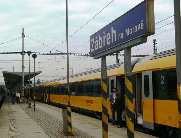 Expres soukromé společnosti RegioJet ve stanici Zábřeh na Moravě.