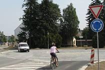 Jediná přístupová cesta do centra Mohelnice vede nyní po novém kruhovém objezdu od Třebovské ulice.