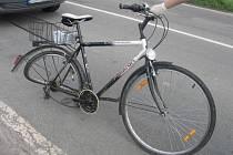 Osobní vůz srazil u Palonína cyklistu.