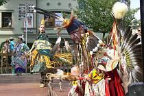 Páteční program šumperského folklorního festivalu zahájili tančící indiáni