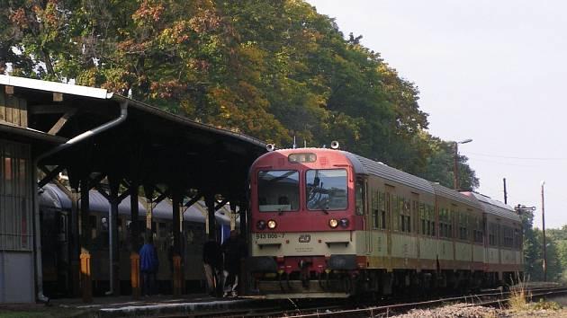 Český vlak na nádraží v polských Glucholazech.