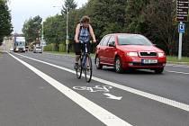 Hlavní silnici mezi Šumperkem a Rapotínem lemují pruhy pro cyklisty.