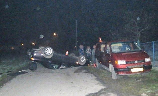 Mladý řidič havaroval poblíž Písečné.
