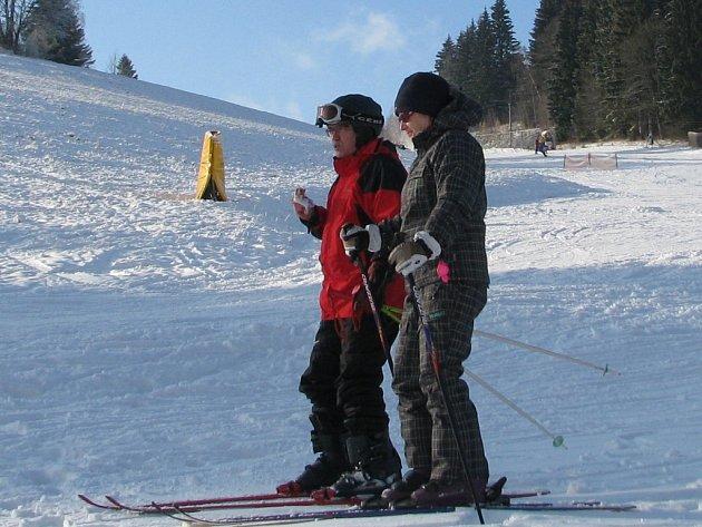 Jako první v Jeseníkách i v celé České republice zahájili zimní sezonu v areálu Proskil v Branné.