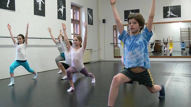 Žáci tanečního oboru ZUŠ Šumperk v hodině