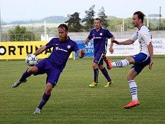 Fotbalisté Mohelnice (v modrém). Ilustrační foto