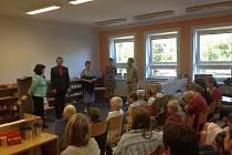 Slavnostní zahájení výuky v Montessori třídě základní školy ve Vápenné na Jesenicku.
