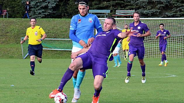 Mohelnice (fialové dresy) otočila zápas ve Velkých Losinách. Ilustrační foto