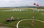 Tradiční plachtařské závody Jarní pohár Jeseniky na letišti v Šumperku
