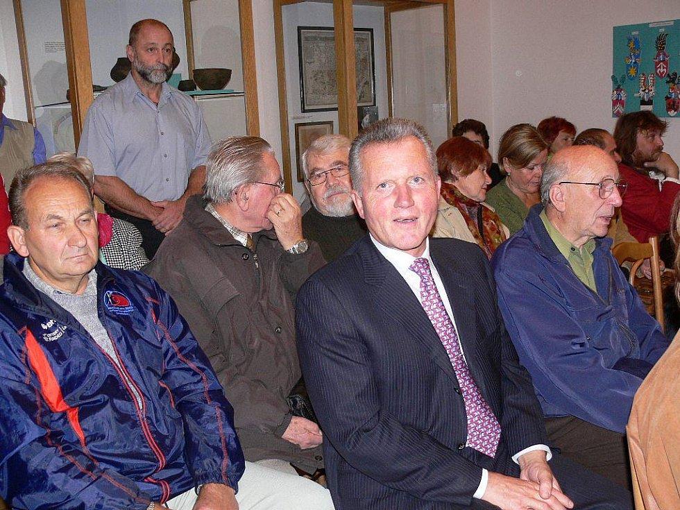 Z křestu jnihy o Welzlovi, podívat se přišel i někdejší místopředseda ODS a vlády Miroslav Macek