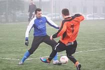 Zimní fotbalová příprava Šumperk versus Velké Losiny (modré dresy).
