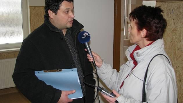 Luděk Šperlich, ředitel Podniků města Šumperk, při rozhovoru pro rozhlas.