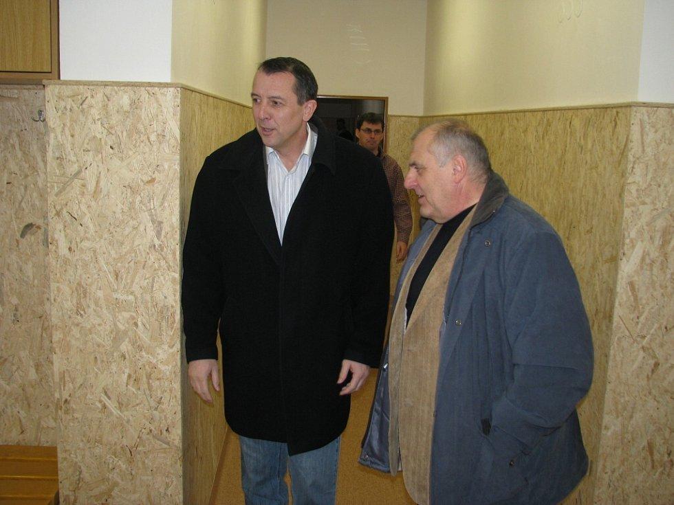 Starosta Zdeněk Brož a Vladimír Šimíček, krajský předseda Českého svazu tělesné výchovy.