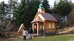 Stavbu Památníku obětem hor se podařilo během podzimu zazimovat.