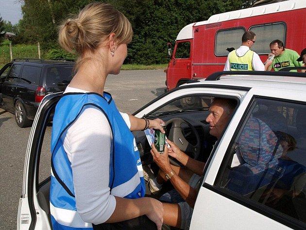Preventivní akci uspořádali policisté v pátek 19. srpna v Šumperku a Dolních Studénkách