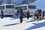 Autobusy z parkoviště Hvězda na Ovčárnu jsou vstupní branou do vrcholových partií Jeseníků.