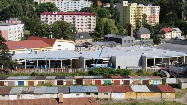 Společnost CPI buduje v Jeseníku nákupní zónu. Otevřít se má v listopadu.