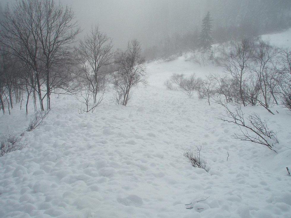 Pohled na místo, kde se utrhla lavina